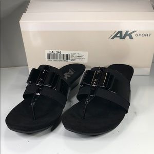 [182] Anne Klein 9.5 M Imperial Wedge Slide Slip